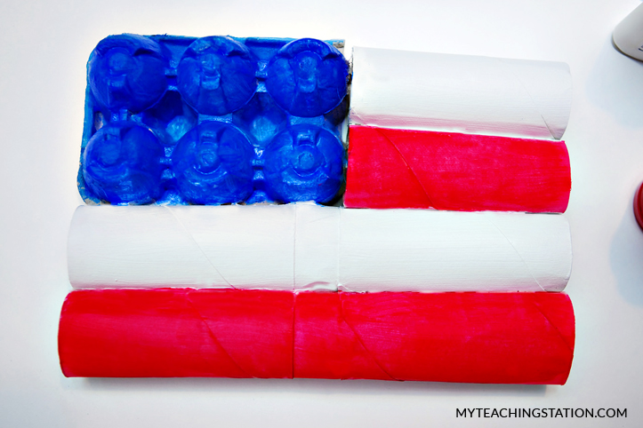 American flag kids craft using toilet paper roll.