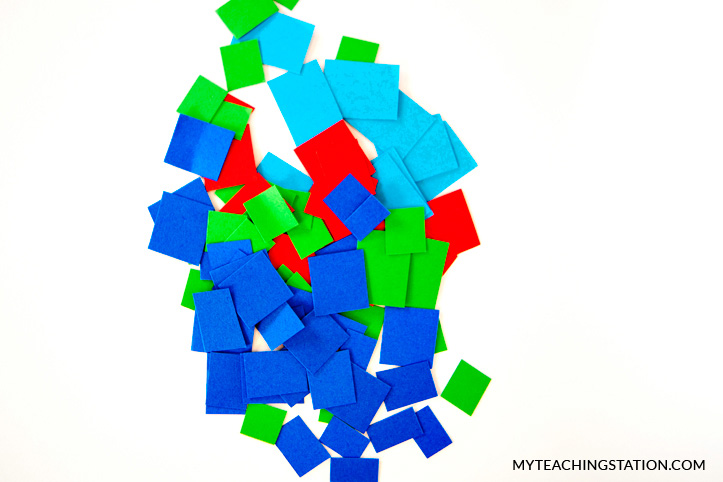Cut out squares from the colored sheets of paper.