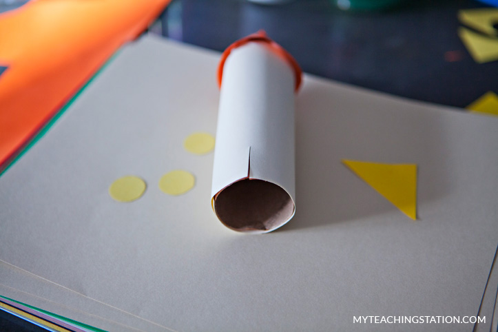 Assembling the toilet paper roll rocket